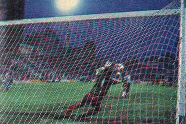 Torneo 1988/89: mil penales, 13 campeones del mundo y un retiro escandaloso