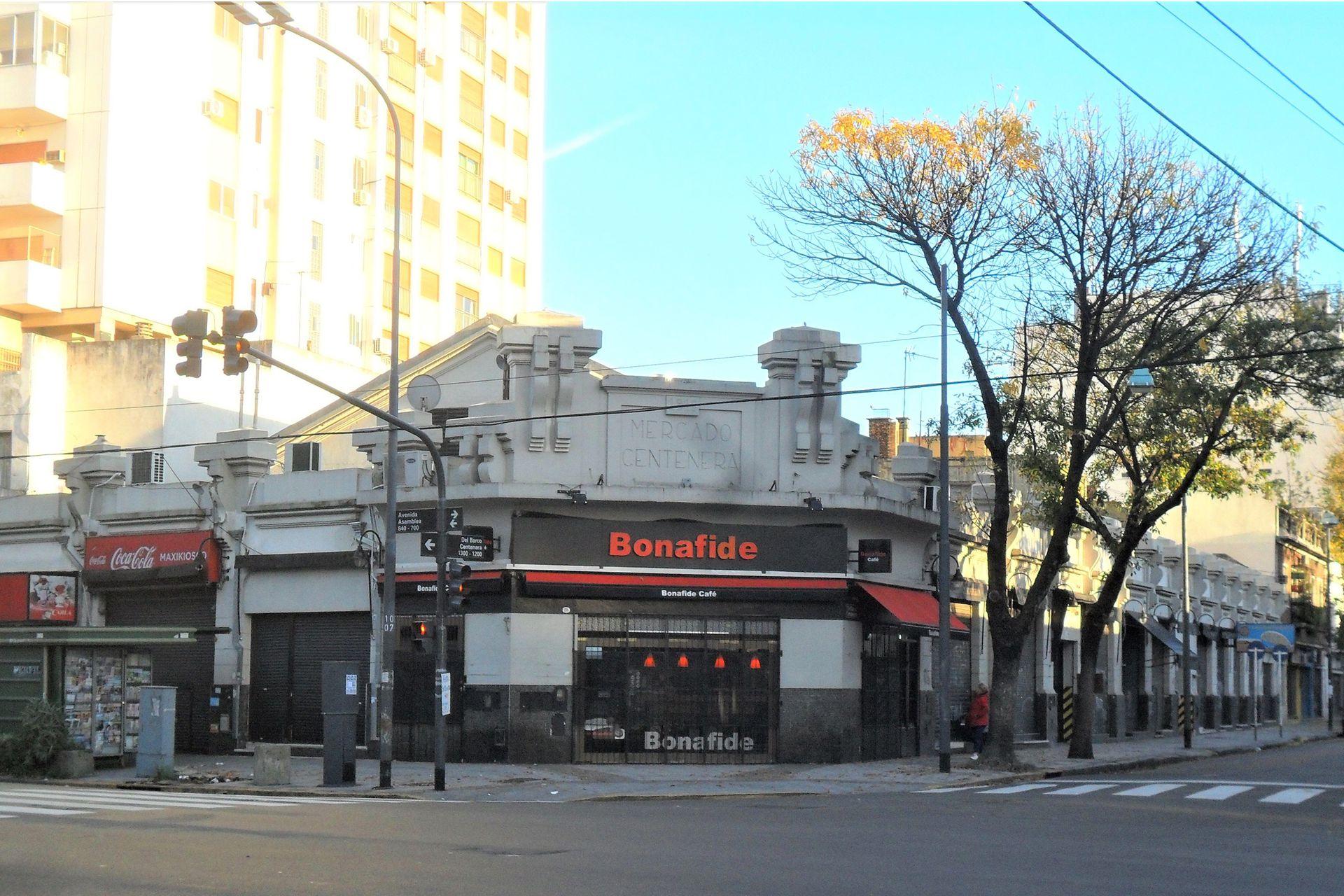 Mercado de Centenara, con la esquina de Bonafide desde 1942.