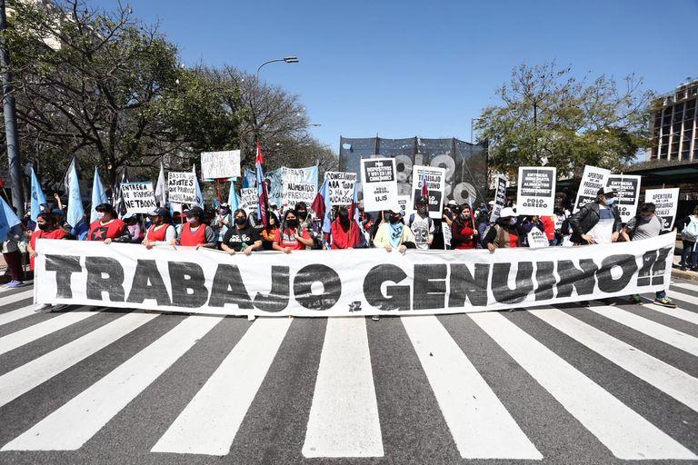 Caos en el centro porteño por la macha que realizan distintas organizaciones sociales frente al Ministerio de Desarrollo Social