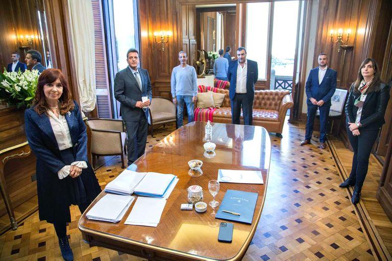Cristina y Massa celebran el acuerdo salarial con los empleados legislativos: 40% de aumento, muy por arriba de la pauta presupuestaria