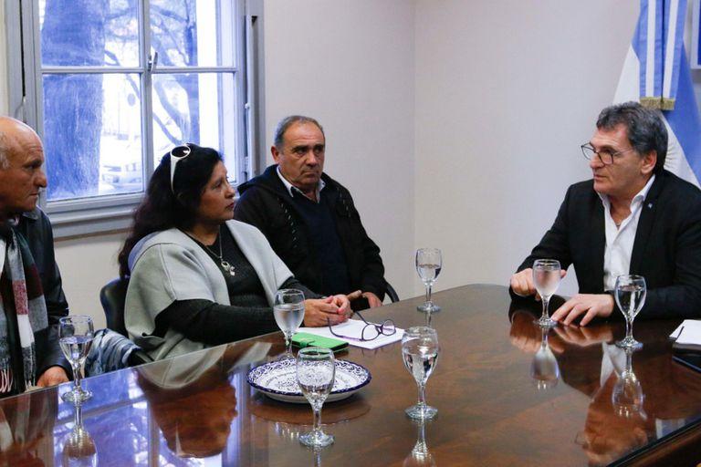 Jovina Luna, que denunció el pago indebido de indemnizaciones, fue recibida por Avruj. La acompañaron su esposo, Roberto Guerrero, y el exsoldado Rogelio Mazacotte