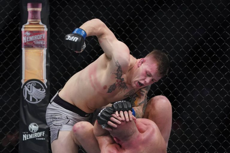 Un luchador dejó casi inconsciente a su rival pero tuvo una gran reacción