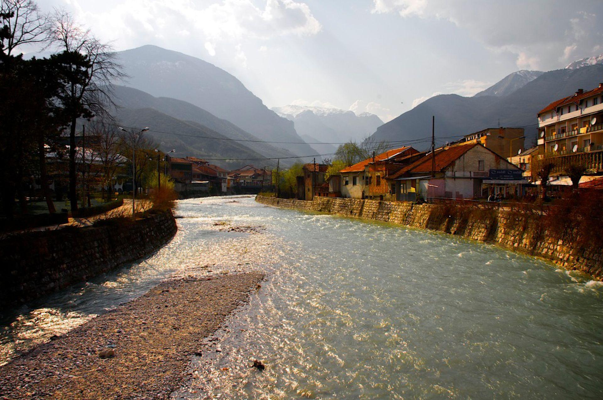 Peć, que también es conocida como Pejë, es una población que esta ubicada en el noroccidente de Kosovo, el Estado más joven de Europa