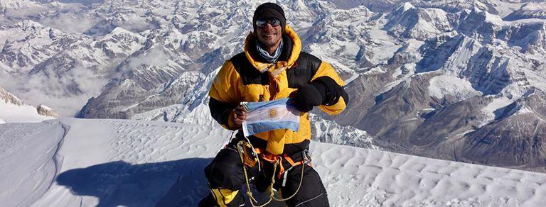 Por primera vez un argentino escaló la tercera montaña más alta del mundo