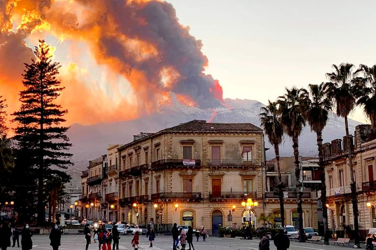 Así se vio la erupción del volcán Etna desde la ciudad