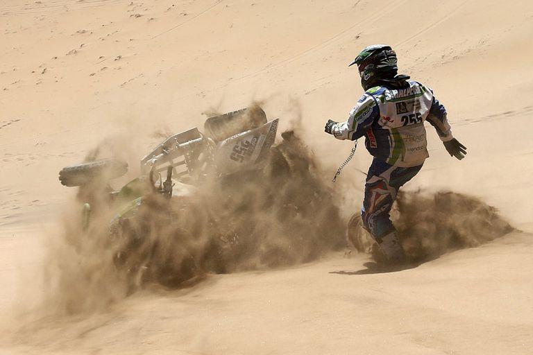 """El temor y la contradicción de los pilotos: """"Para correr el Dakar hay que ir al"""