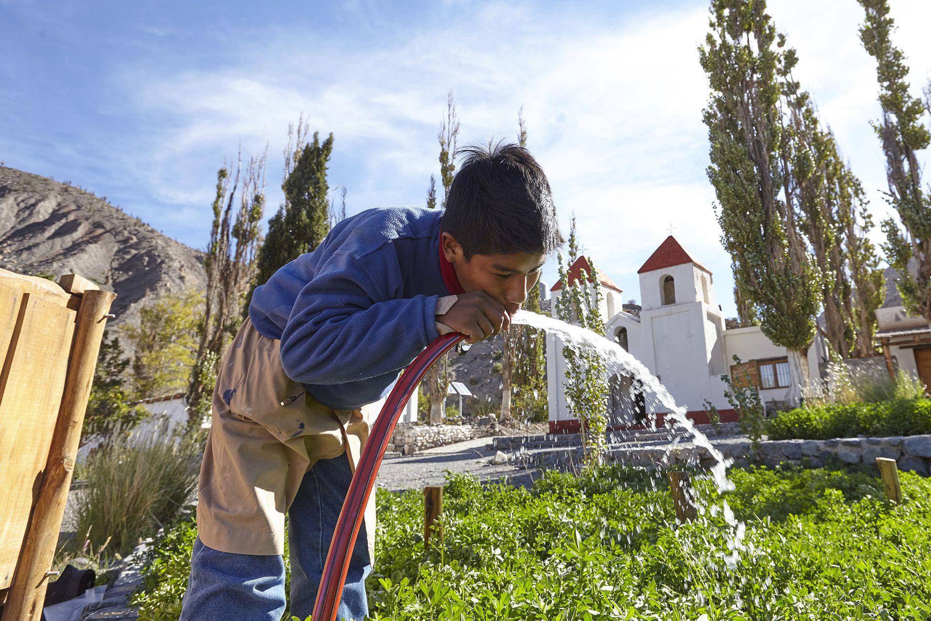 Muchos de los chicos no tienen agua corriente en sus casas