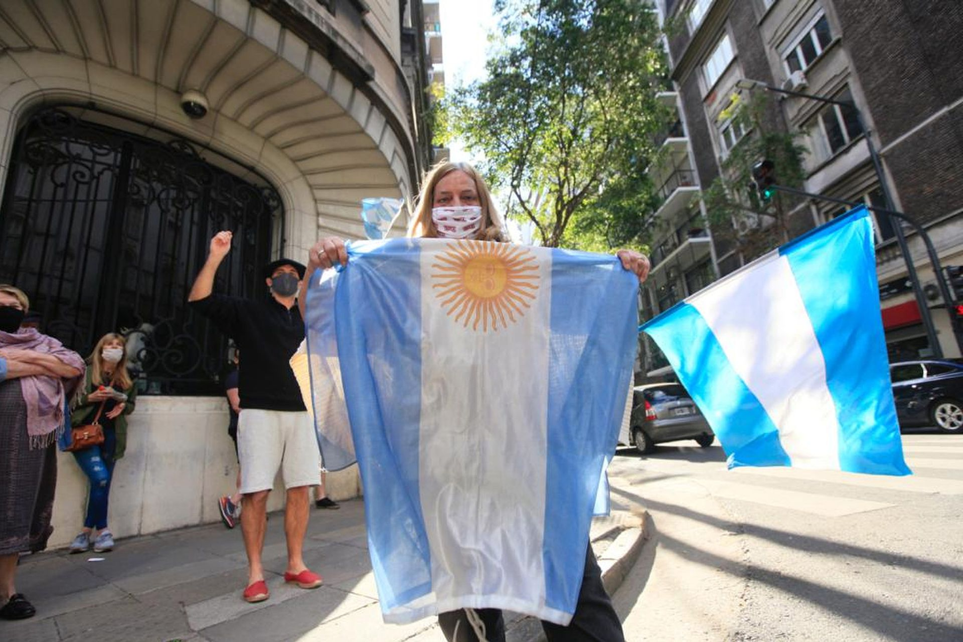 Algunos manifestantes fueron al edificio donde vive Cristina Kirchner, en Barrio Norte