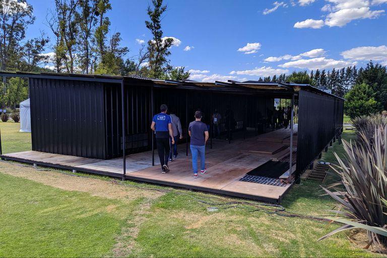 Las tras cabinas VOR iniciales fueron montadas temporalmente hasta la construcción del Centro de Tecnología y Desarrollo