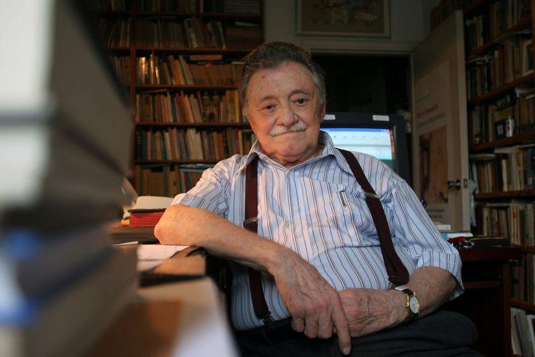 El escritor Mario Benedetti fue uno de los grandes amigos de la poeta