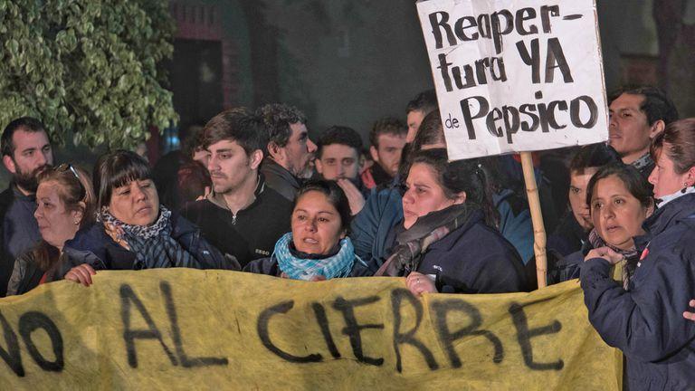 Los trabajadores de PepsiCo mantienen ocupada la planta por su cierre