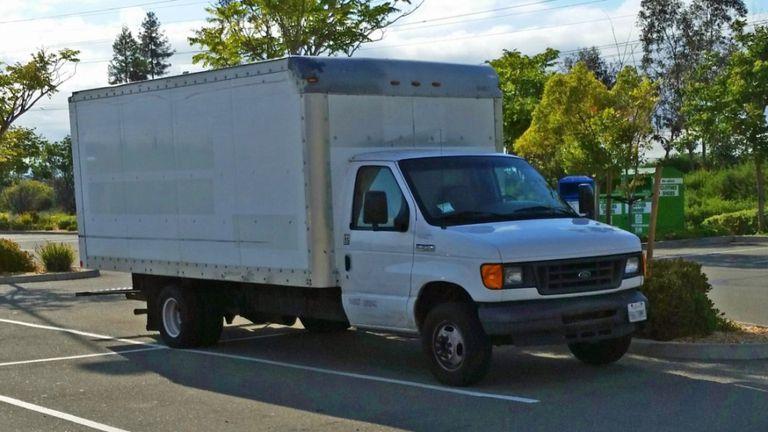 El camión que compró y que estacionó en Google