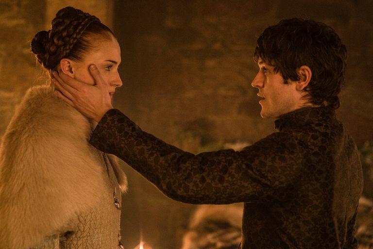 Sansa Stark y Ramsay, en una escena dramática