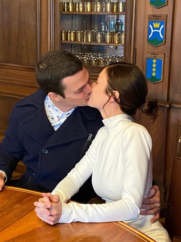 Tras su enlace civil, la pareja hoy pone su energía en definir los últimos detalles de su boda en nuestro país, que tendrá lugar el próximo 23 de abril en Pilar.