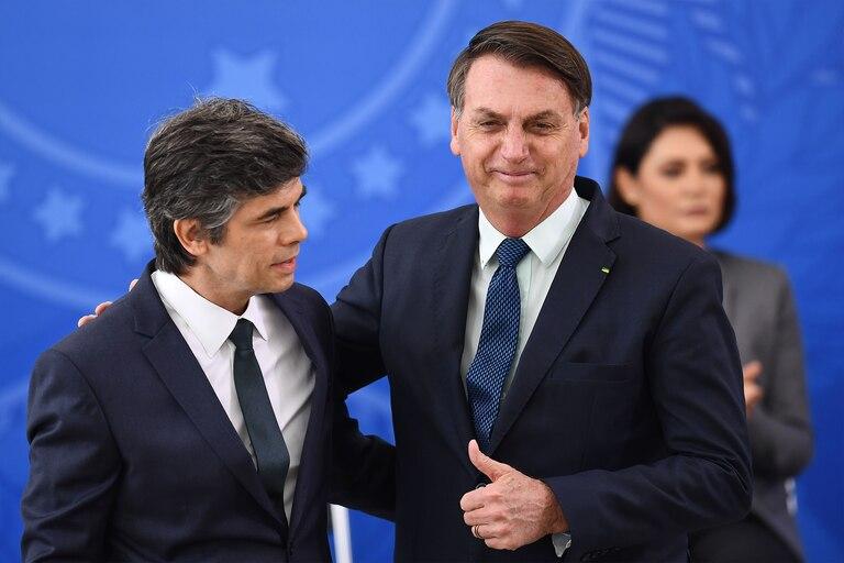 Bolsonaro junto a su nuevo ministro de Salud, Nelson Teich