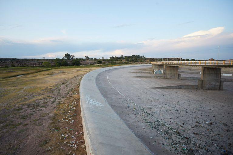 En el embalse El Carrizal ya se nota la baja del agua