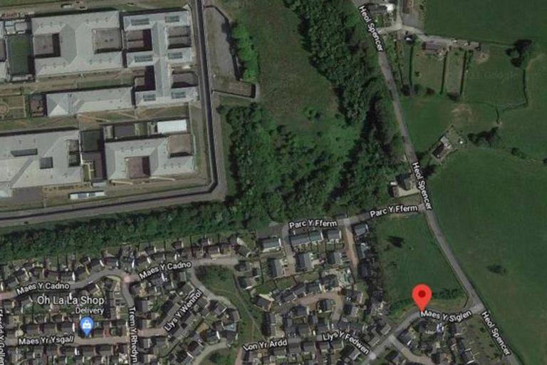 En el terreno, que se marca en la foto aérea con un punto rojo, se enterraron unas 2000 personas entre 1887 y 1958