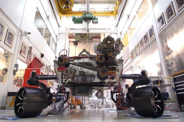 El vehículo que explorará Marte en 2020 se apoyó sobre sus 6 ruedas