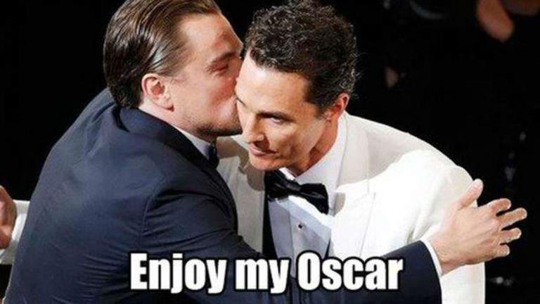 Cuando Matthew McCounaghey le sacó el Oscar a DiCaprio...pero le dio un abrazo