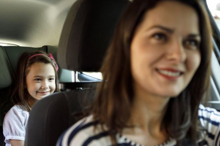 Cuando vas en auto, ¿preferís sentarte adelante o atrás?