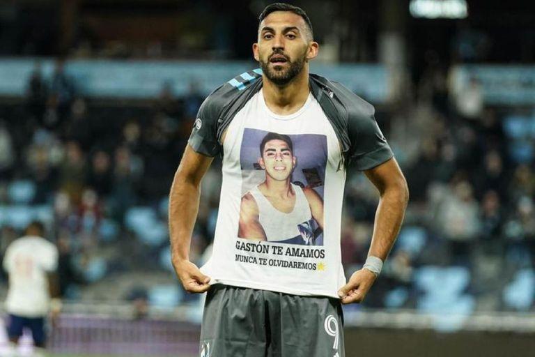 El futbolista volvió a recordar a su hermano a un año de su muerte