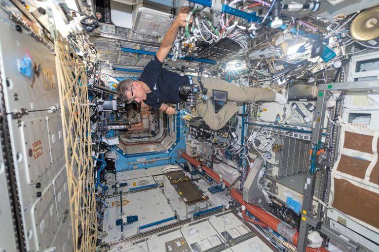 Las imágenes fueron tomadas por un astronauta italiano, Paolo Nespoli y un fotógrafo estadounidense, Roland Miller y se recopilaron en un libro