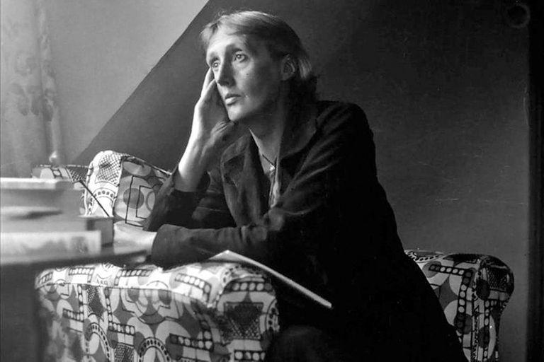 Virginia Woolf, la escritora que sentó las bases de la novela del futuro, fue también crítica literaria
