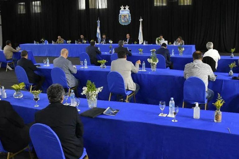 La asamblea de la Superliga, realizada en marzo pasado en el predio de Ezeiza, contó con las medidas de distanciamiento social impuestas por el gobierno para evitar el contagio del coronavirus.
