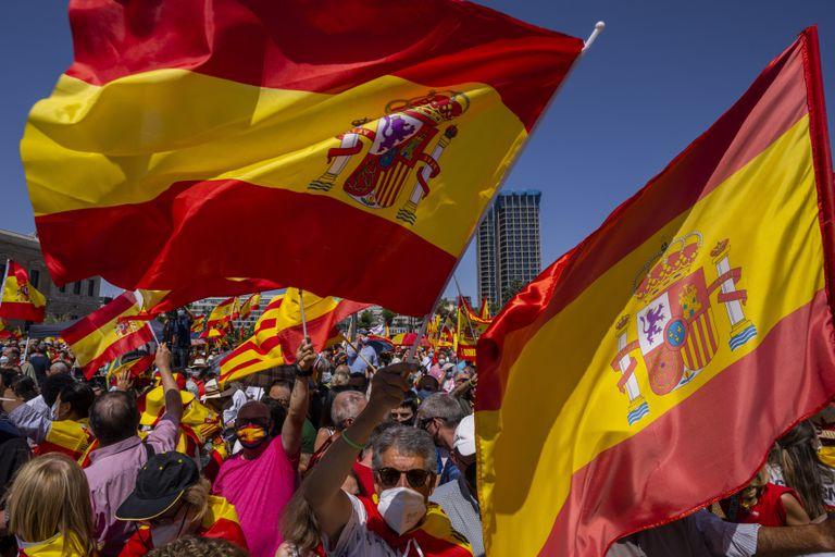 La protesta en Madrid en contra de indultos a separatistas catalanes, el 13 de junio del 2021.  (Foto AP/Bernat Armangue)