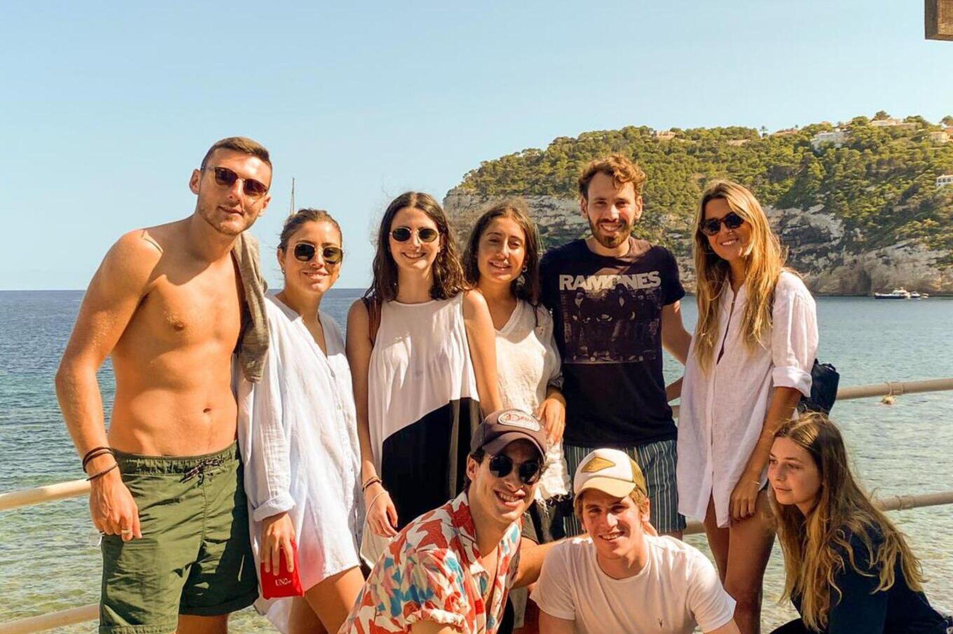En septiembre, viajó junto a algunos de sus nuevos amigos a Javea, un municipio de la Comunidad Valenciana