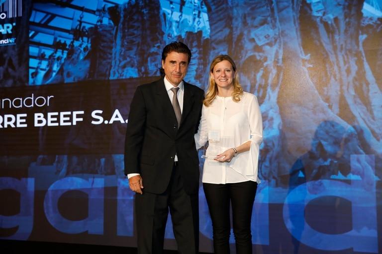 Recibe el premio Angeles Borrell,de ArreBeef SA