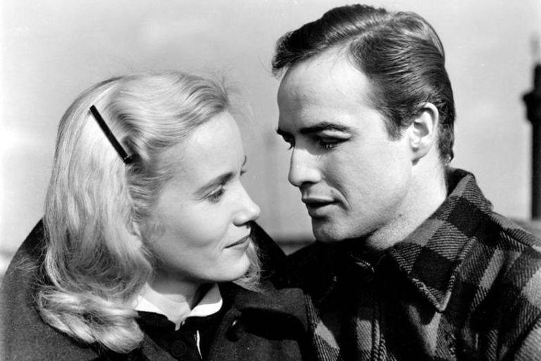 Eva Marie Saint y Marlon Brando en Nido de ratas