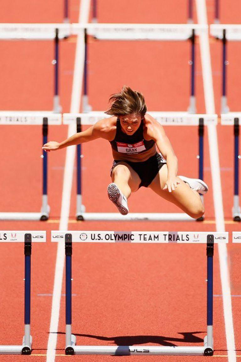 Jordan Gray compite en el Heptatlón de 100 metros con vallas para mujeres el día nueve de las pruebas del equipo de atletismo olímpico de EE. UU. 2020 en Hayward Field el 26 de junio de 2021 en Eugene, Oregon.