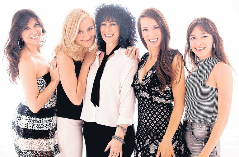 Las Mujeres perfectas son tres figuras del musical como Cociuffo, Gandolfo y Zenko y dos actrices de la televisión como Onetto y Vetrano