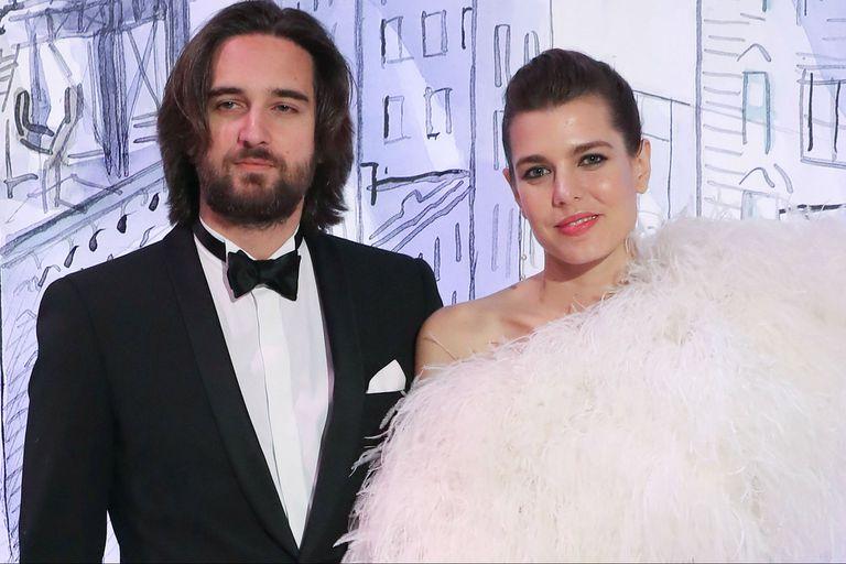 Charlotte Casiraghi y su novio, Dimitri Rassam, despertaron rumores de compromiso gracias a un anillo que lucía ella