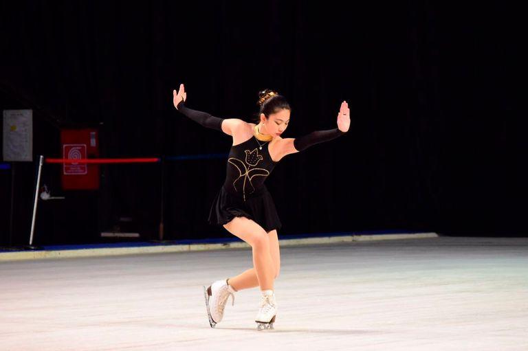 María Andrea An, la campeona nacional de patinaje sobre hielo, que pasó por una odisea: comenzó sus vacaciones en Wuhan para visitar a su padres, fue evacuada a Ucrania, pasó por España y después pudo llegar a la Argentina.