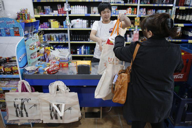 Fallo: la Corte declaró válido prohibir que los supermercados abran los domingos