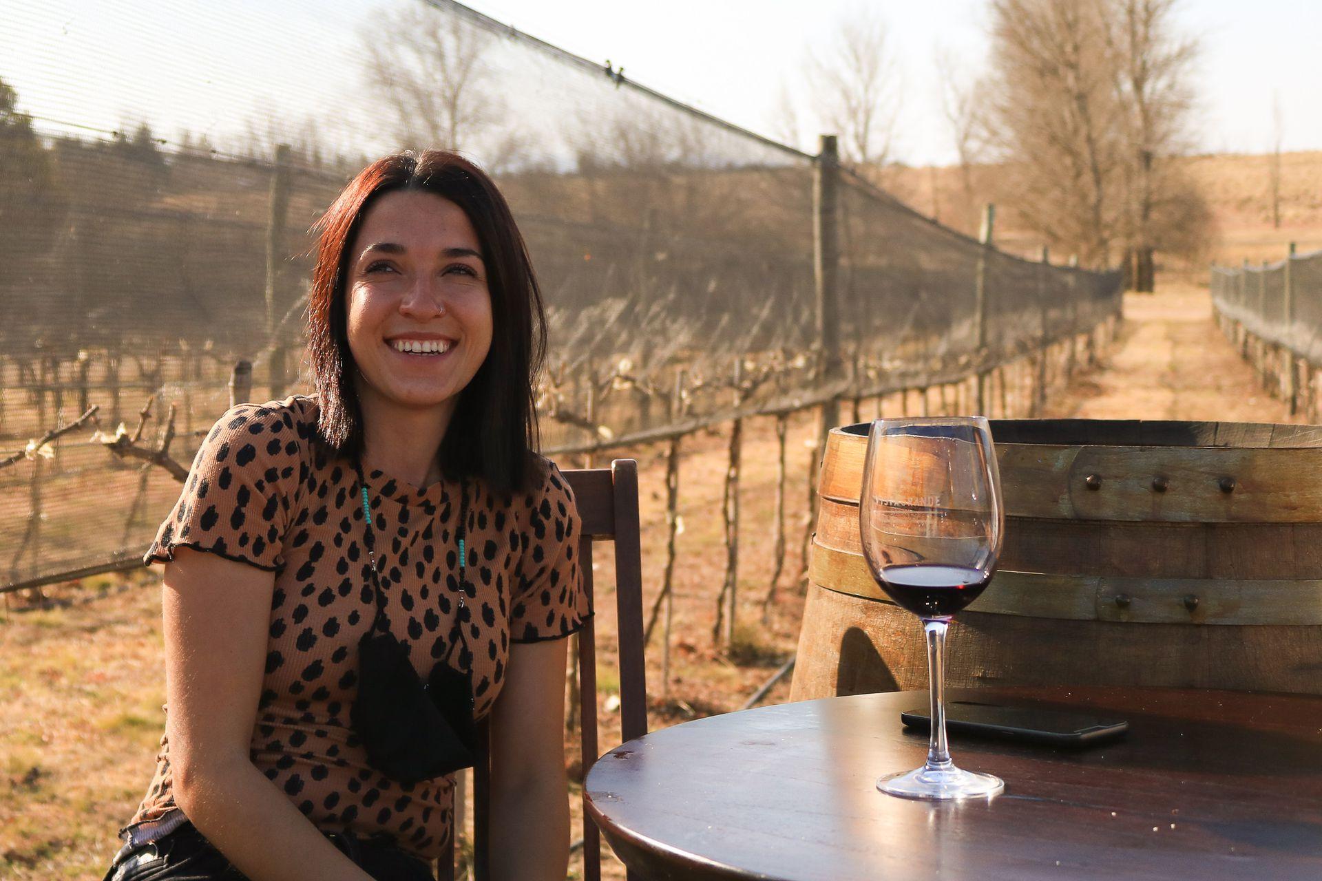 """Daniela Martinelli, enóloga de la Bodega Vista Grande, asegura que los blancos son los que """"mejor se dan"""""""