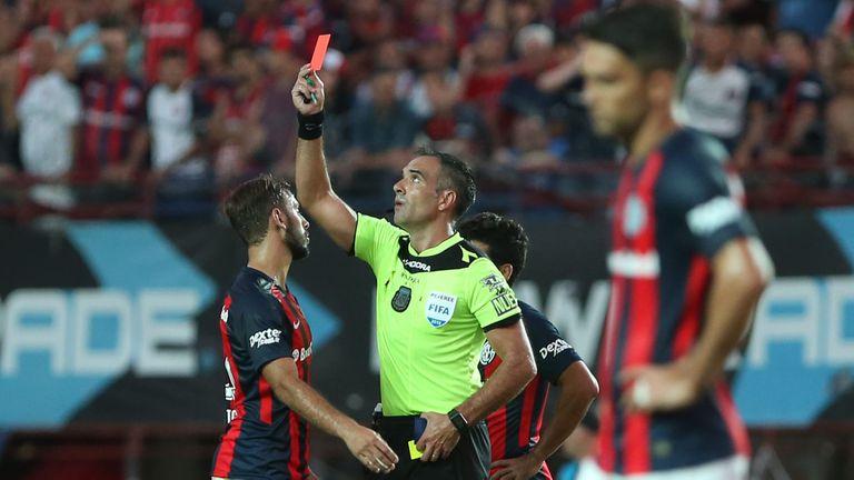 San Lorenzo-Boca: el árbitro Trucco hizo un buen trabajo hasta el minuto 83