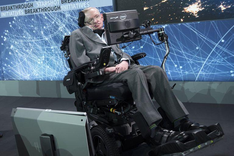 Stephen Hawking: inhabilitan a su enfermera por mala praxis