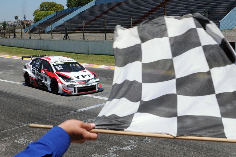 Súper TC2000: Julián Santero ganó la primera carrera con público del año