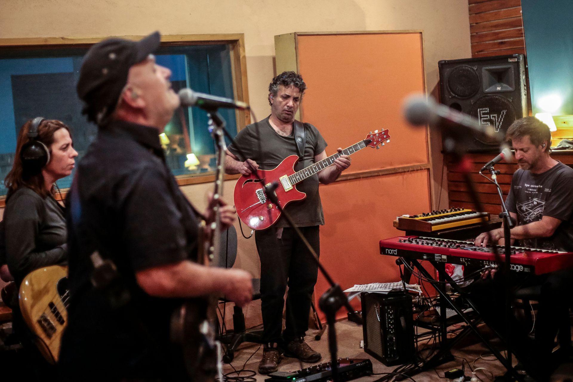 La banda en su búnker de Nono, en pleno ensayo de las canciones que tocarán mañana en el Movistar FRI Music Celebra a Sumo