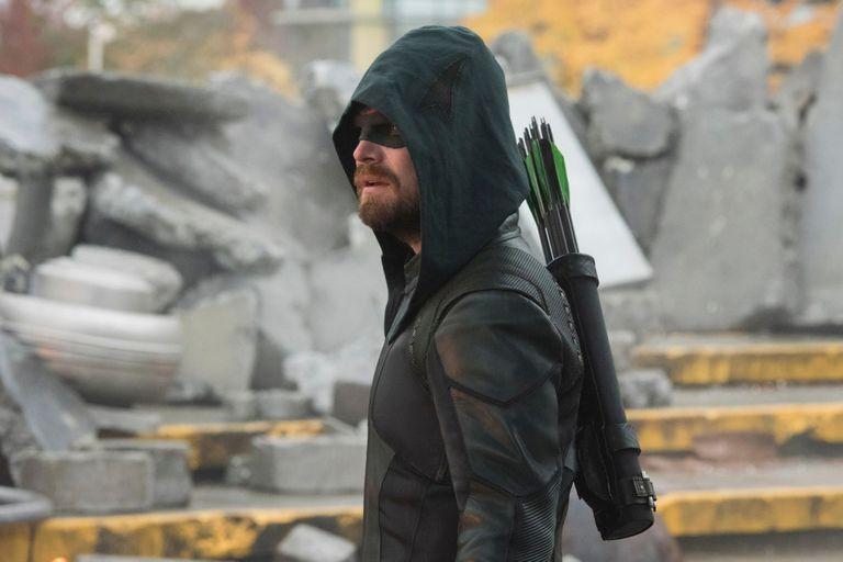 Stephen Amell se despide de Arrow, la serie que le dio origen al éxito, en Crisis en Tierras infinitas
