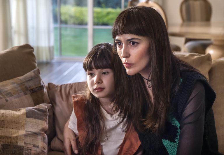 Valery Sais como la versión niña de Michelle Salas y Pilar Santacruz en el papel de Sophie, madre de la hija de Luis Miguel
