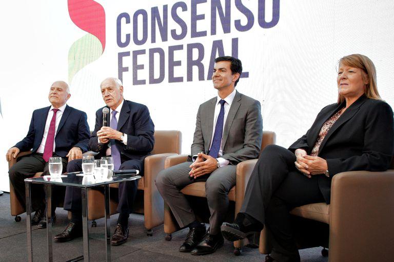 """Lavagna y Urtubey: """"Que no nos impongan la idea del voto útil"""""""