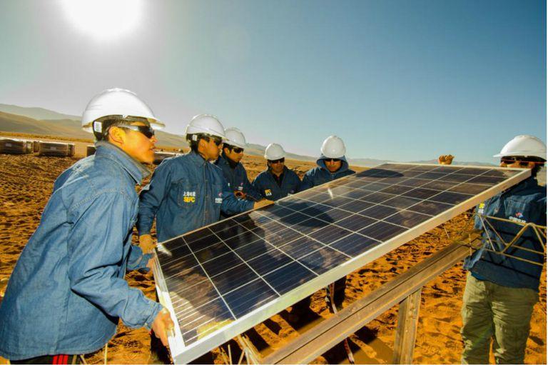 Para el emplazamiento de la planta de energía solar más grande de Sudamérica se emplearon alrededor de 1200 personas