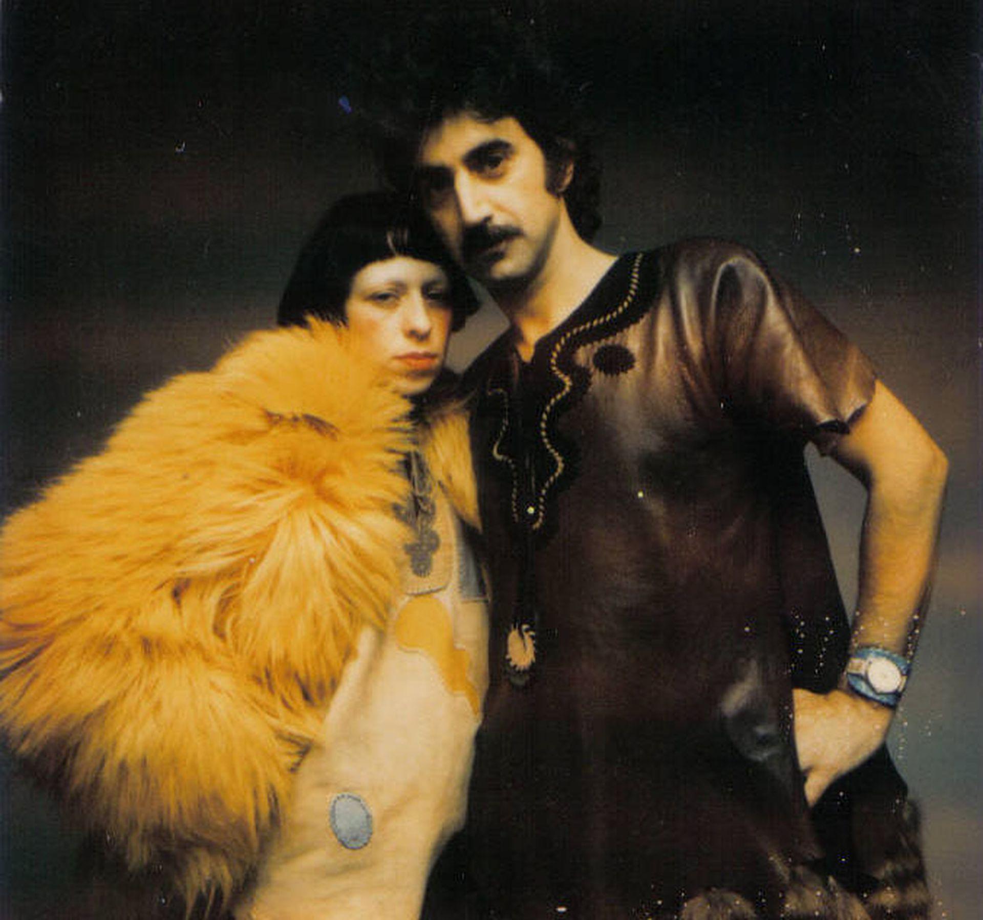 """Pablo y Delia en Londres en 1970, retratados por Barry Lategan. """"Pablo era muy Mod... Nos vestíamos muy a la inglesa"""", dice Delia"""