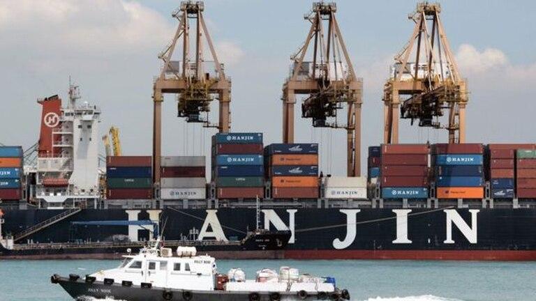 Los contenedores de los puertos están siendo retenidos como garantía de pago.