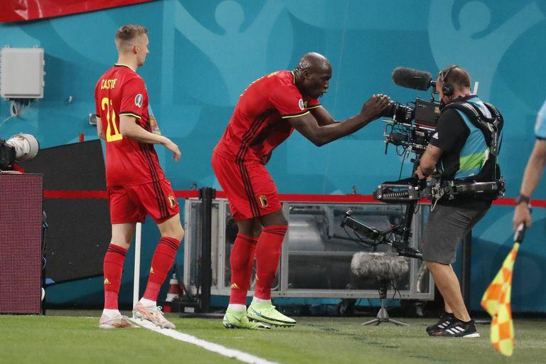 Bélgica, con el goleador Romelu Lukaku, se enfrenta con Dinamarca y con un triunfo podría clasificarse para los octavos de final de la Eurocopa.