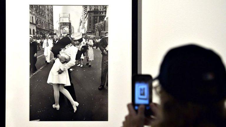 El beso de Times Square fue tomado por Alfred Eisenstaedt para un reportaje sobre el fin de la guerra